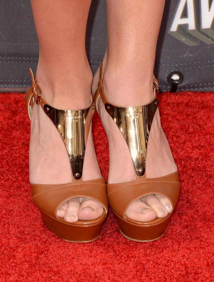 Kelley Jakle Feet