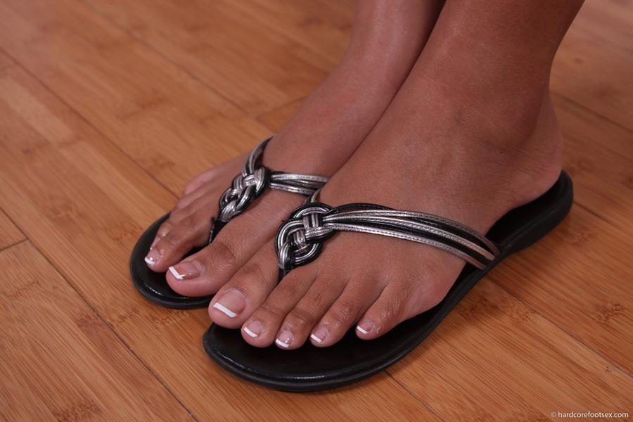 Reina Lee Feet
