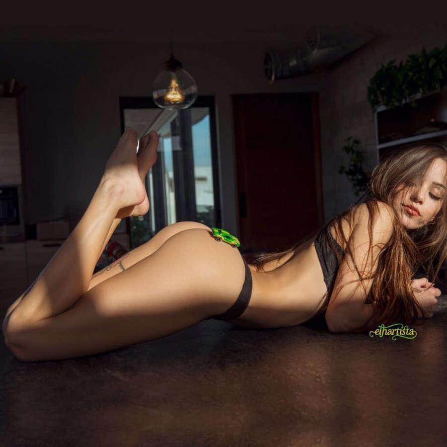 Melanie Pavola Feet