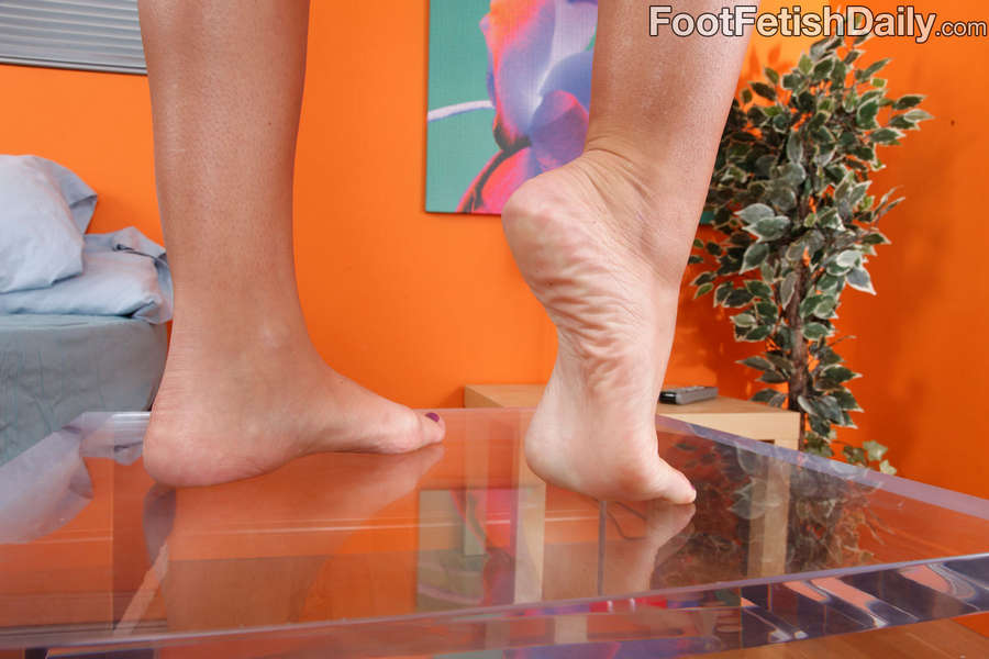 Lizz Tayler Feet