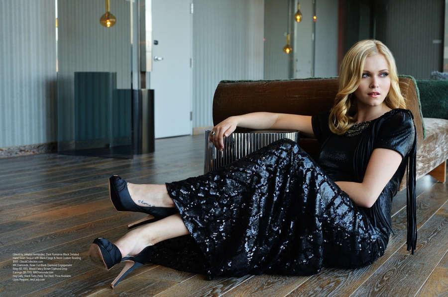 Eliza Taylor Cotter Feet