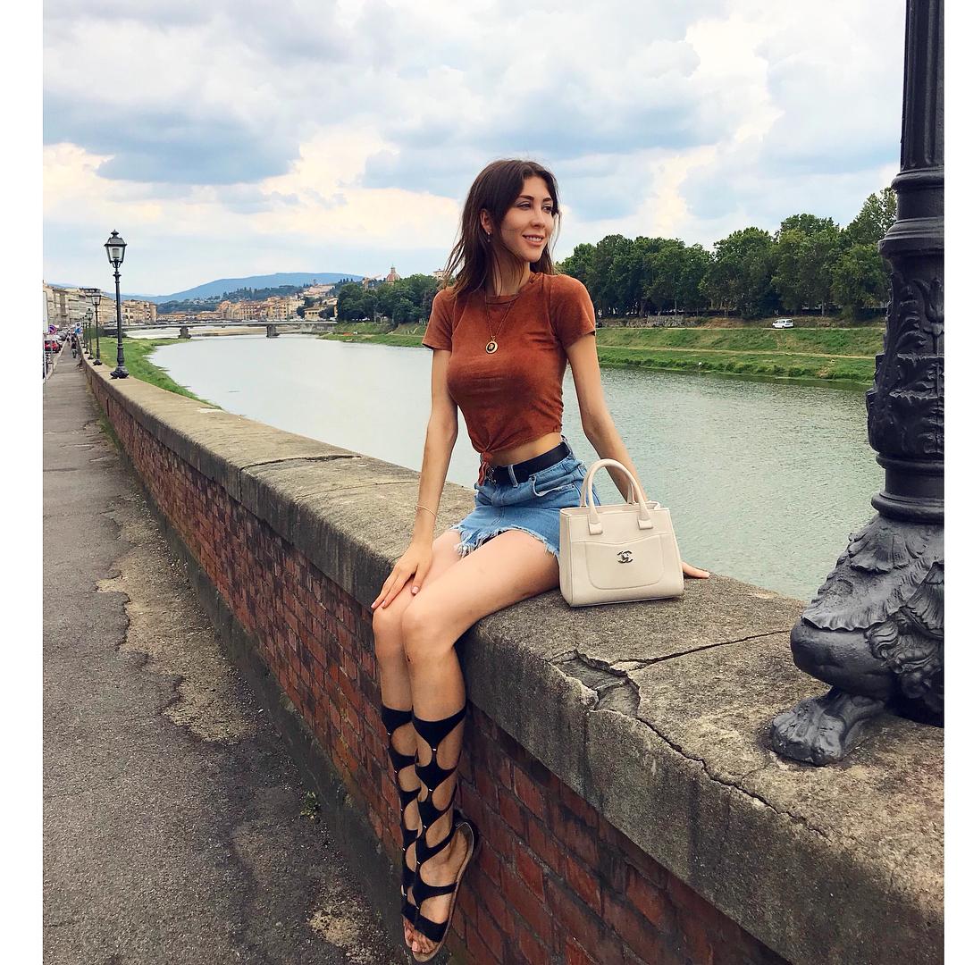 Nicole Menayo Feet