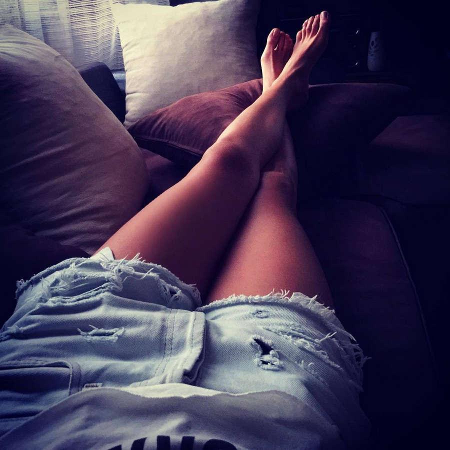 Doroteya Toleva Feet