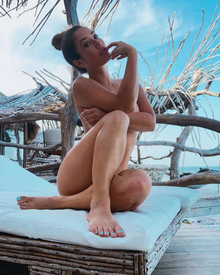 Lovia feet eva Beautiful pics