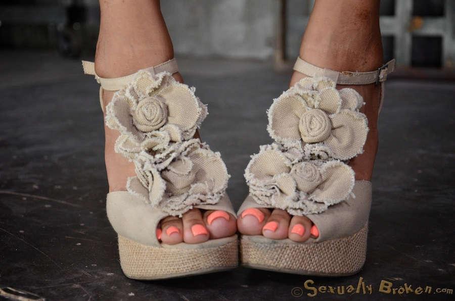 Yasmine De Leon Feet