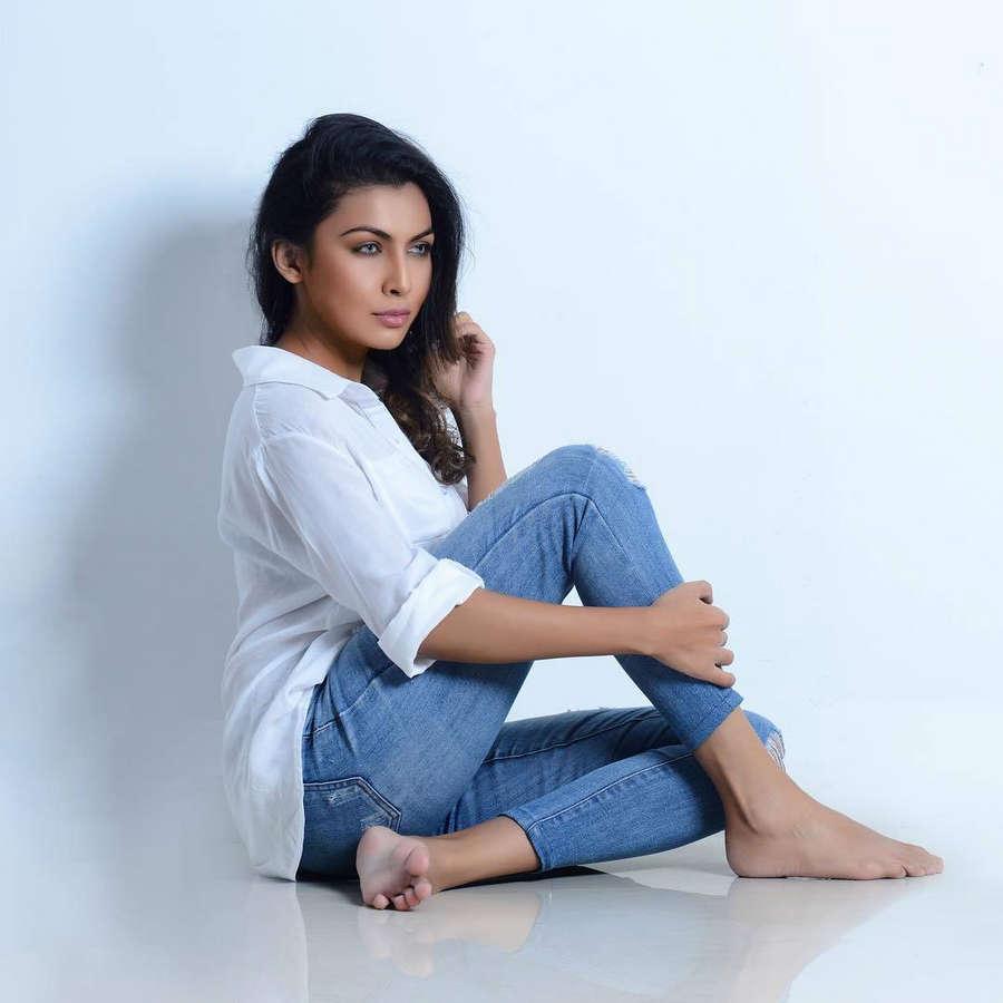 Shaakya Karunasena Feet
