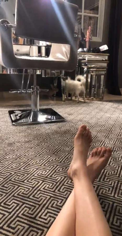 Kaley Cuoco Feet