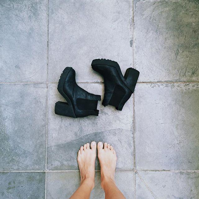 Manu Gavassi Feet