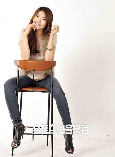 Song Si Yeon Feet