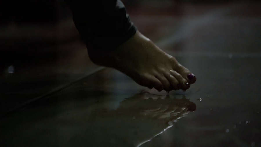 Britt Robertson Feet