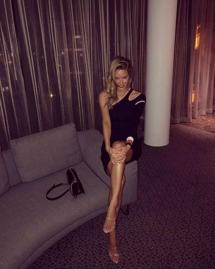 Jennifer Hawkins Feet