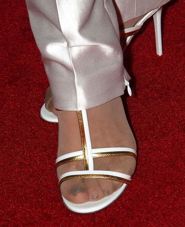 Deborah Norville Feet