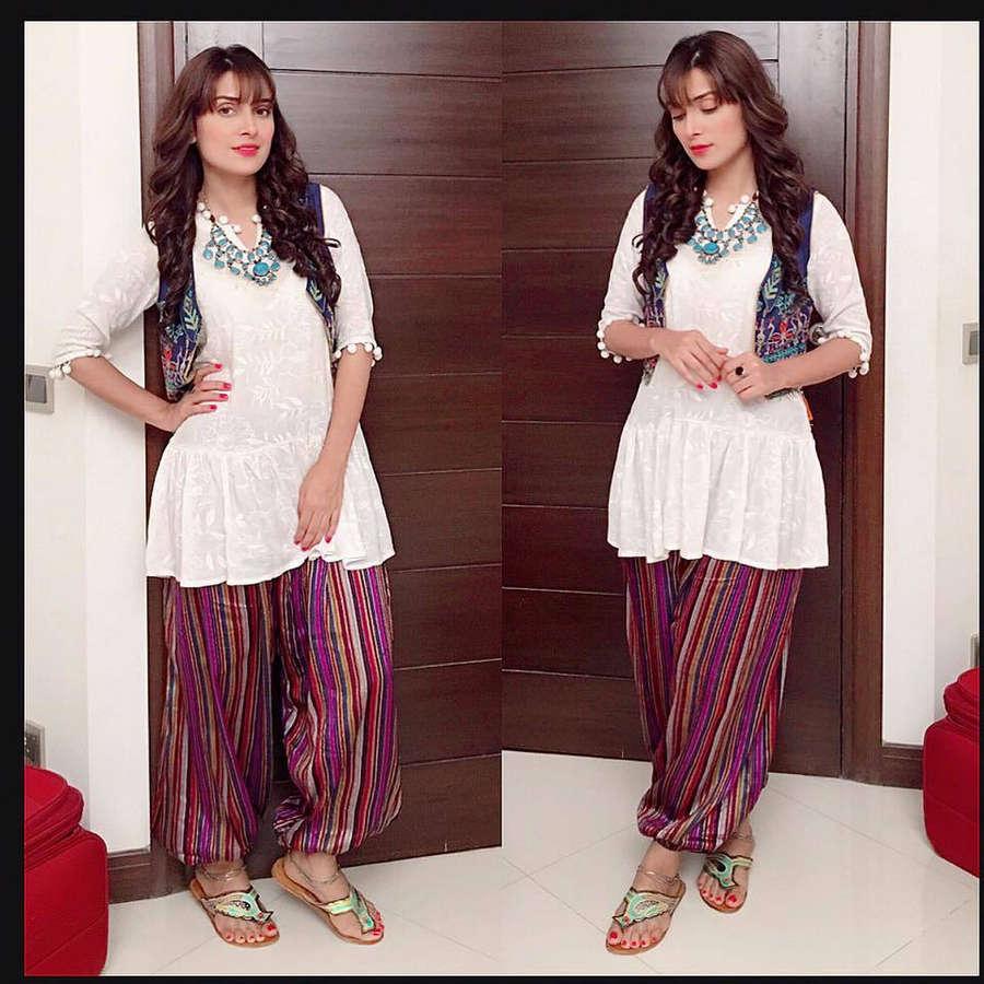 Ayeza Khan Feet
