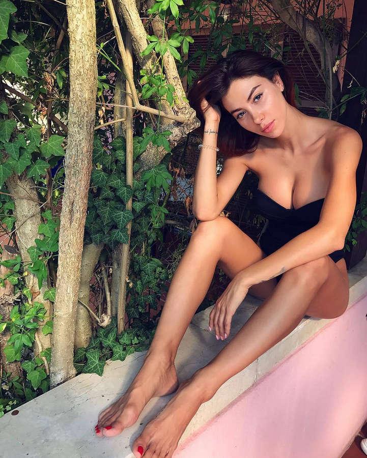 Valentina Fradegrada Feet