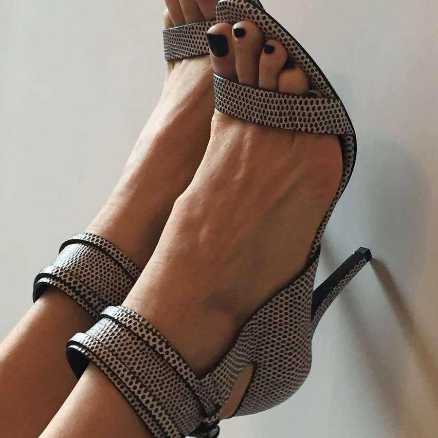 Luisa Ranieri Feet