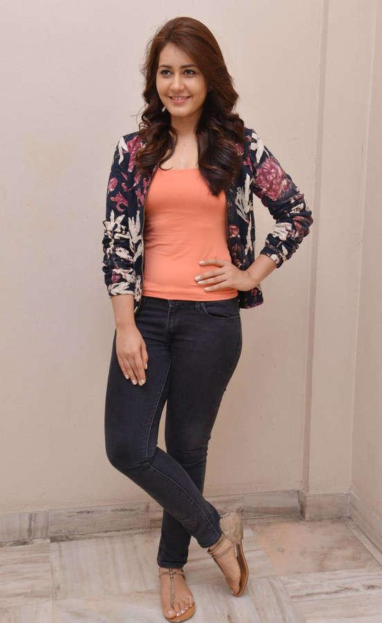Rashi Khanna Feet