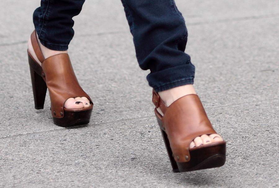 Mary E Zilba Feet