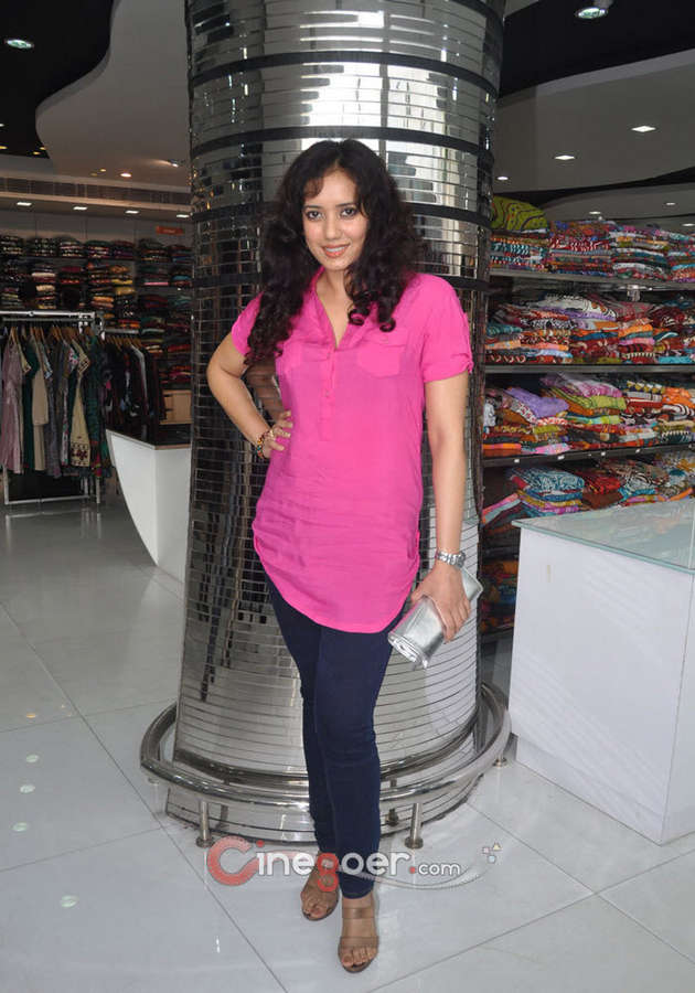 Shreya Narayan Feet