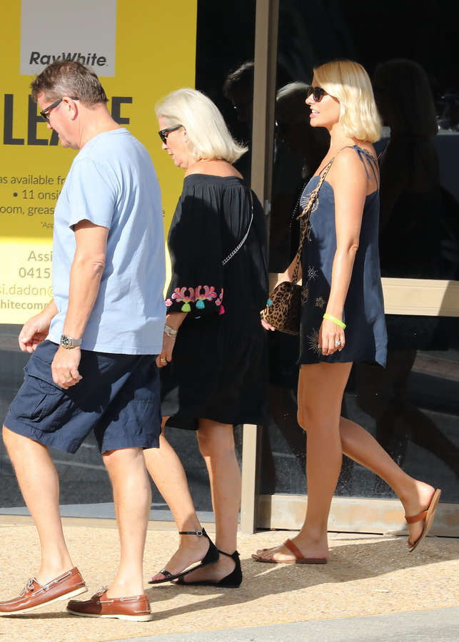 Holly Willoughby Feet