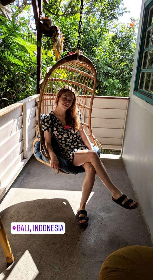 Sarah Close Feet