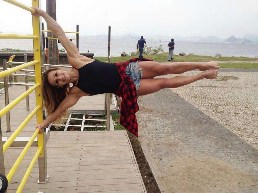 Jade Barbosa Feet