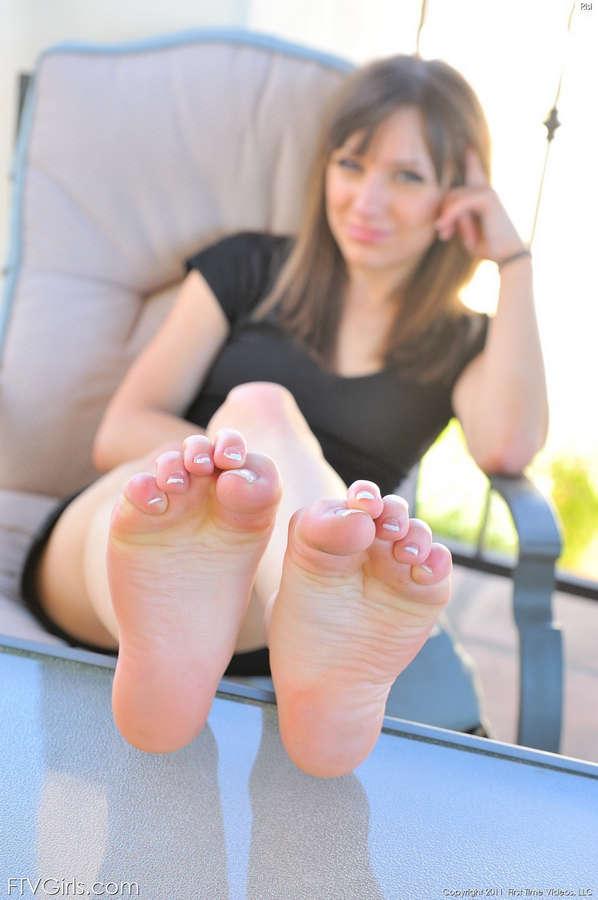 Risi Simms Feet