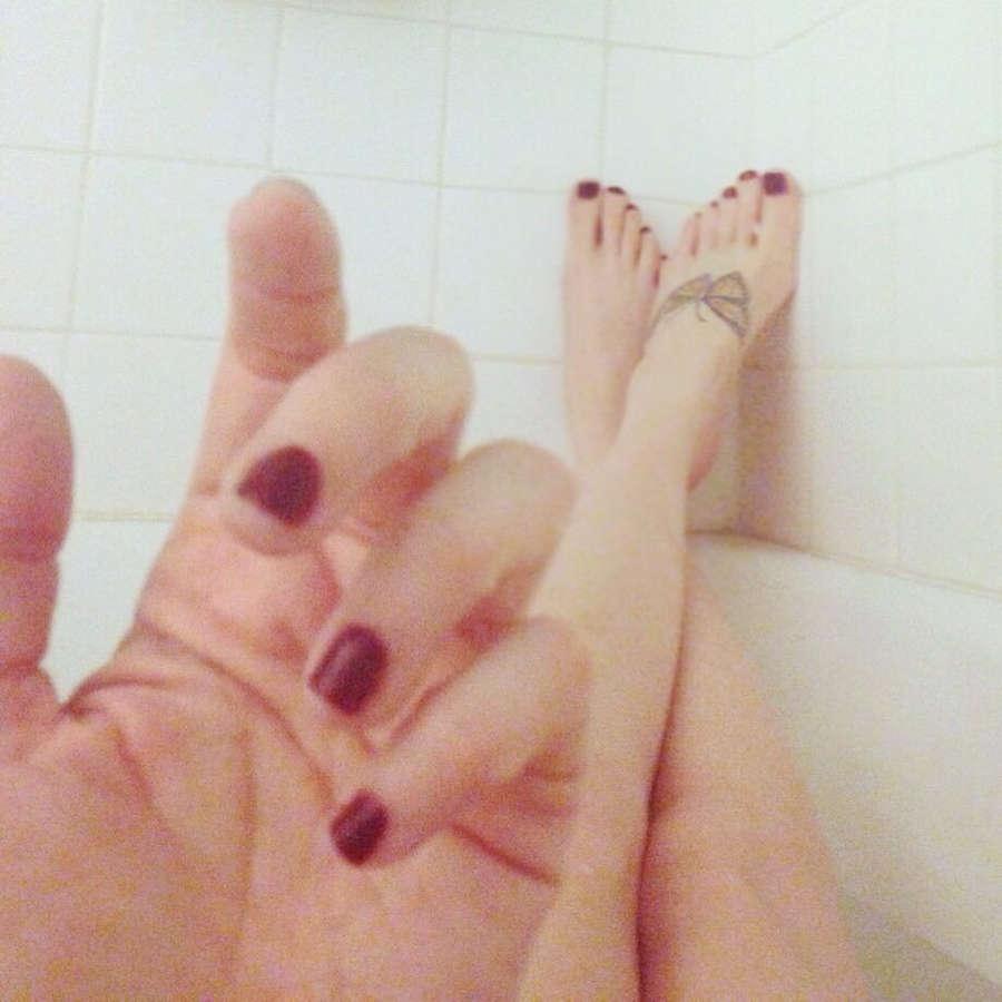 Elissa Dowling Feet