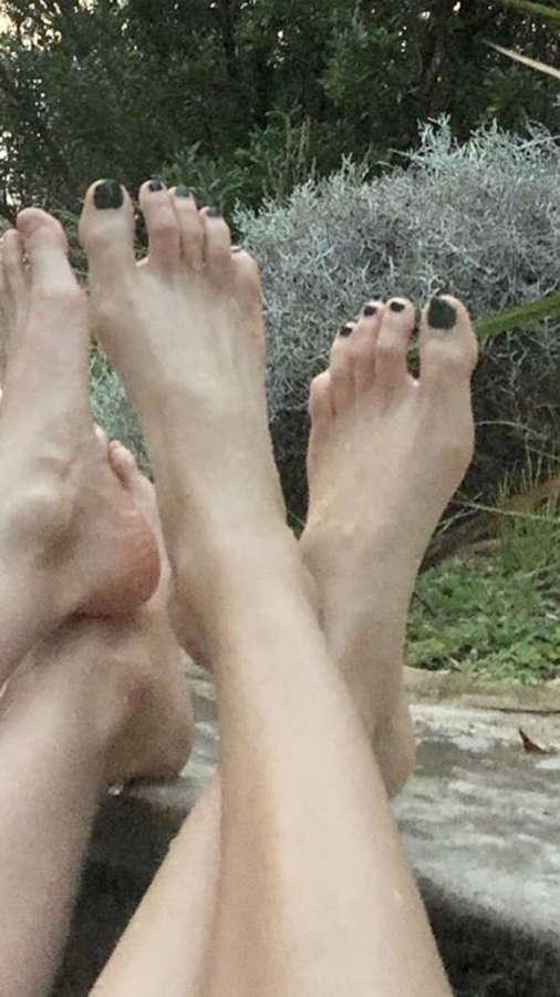 Shavit Wiesel Feet