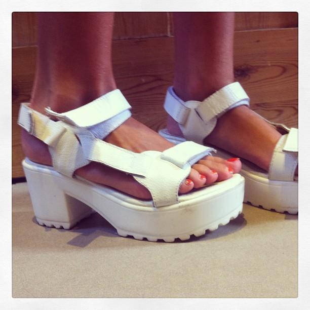 Suki Waterhouse Feet