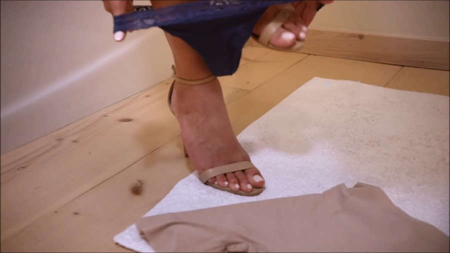 Genevieve Morton Feet