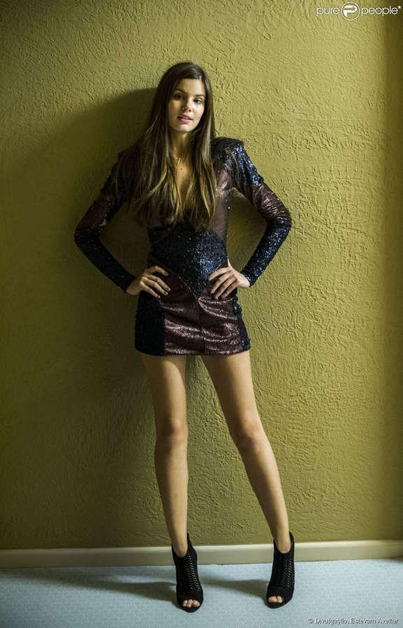 Camila Queiroz Feet