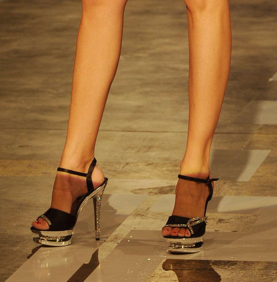Iveta Lutovska Feet