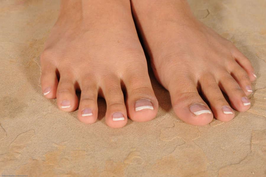 Alliyah Sky Feet
