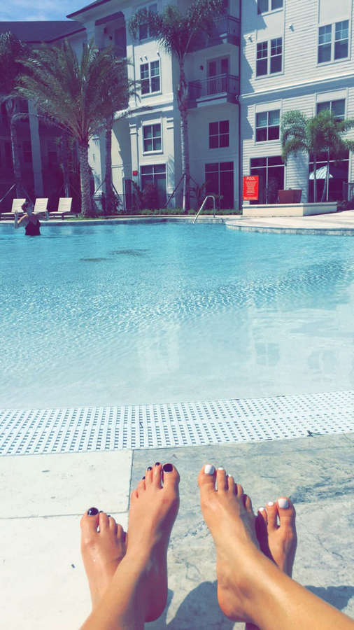 Amanda Saccomanno Feet