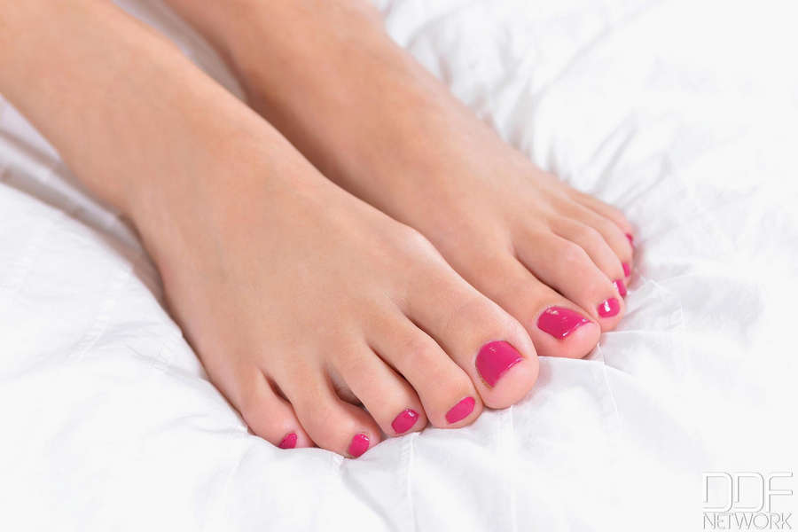 Lia Taylor Feet