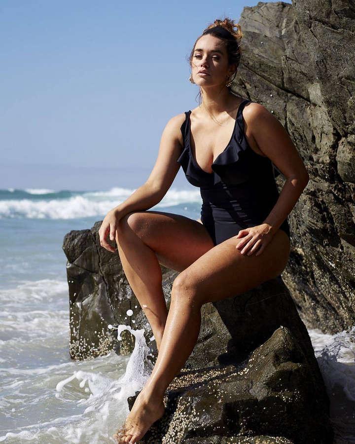 Laura Wells Feet