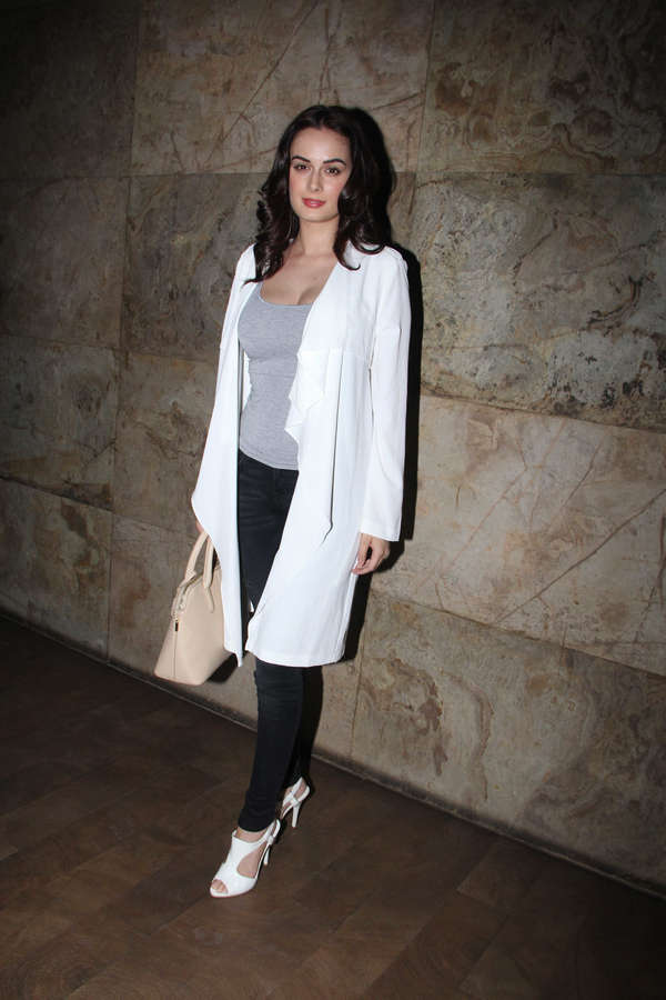 Evelyn Sharma Feet