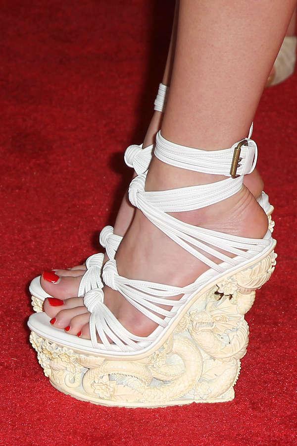 Claire Julien Feet