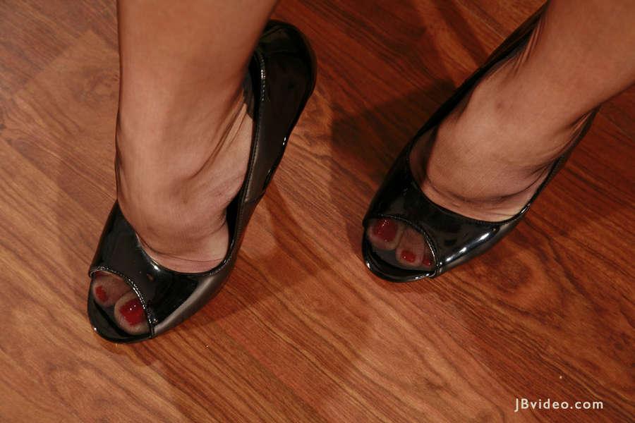 Isabella Sky Feet