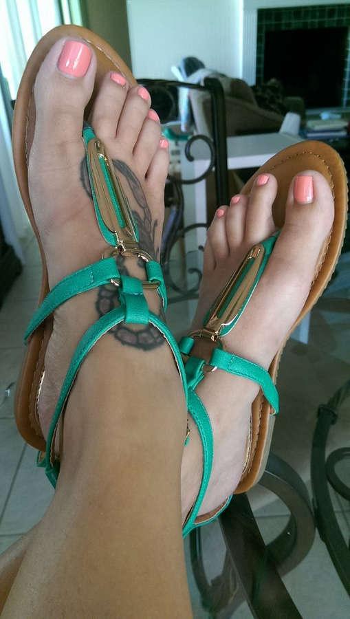 brianna beach feet