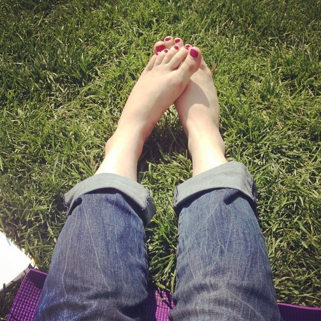 Stephanie Cmar Feet