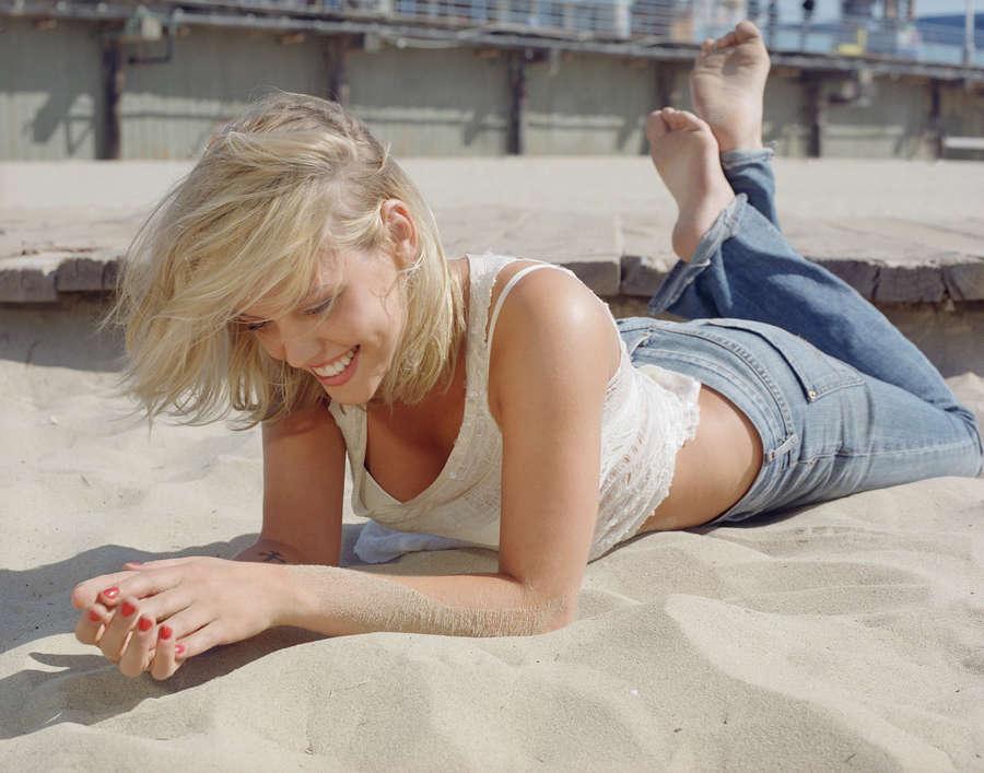 Agnes Bruckner Feet