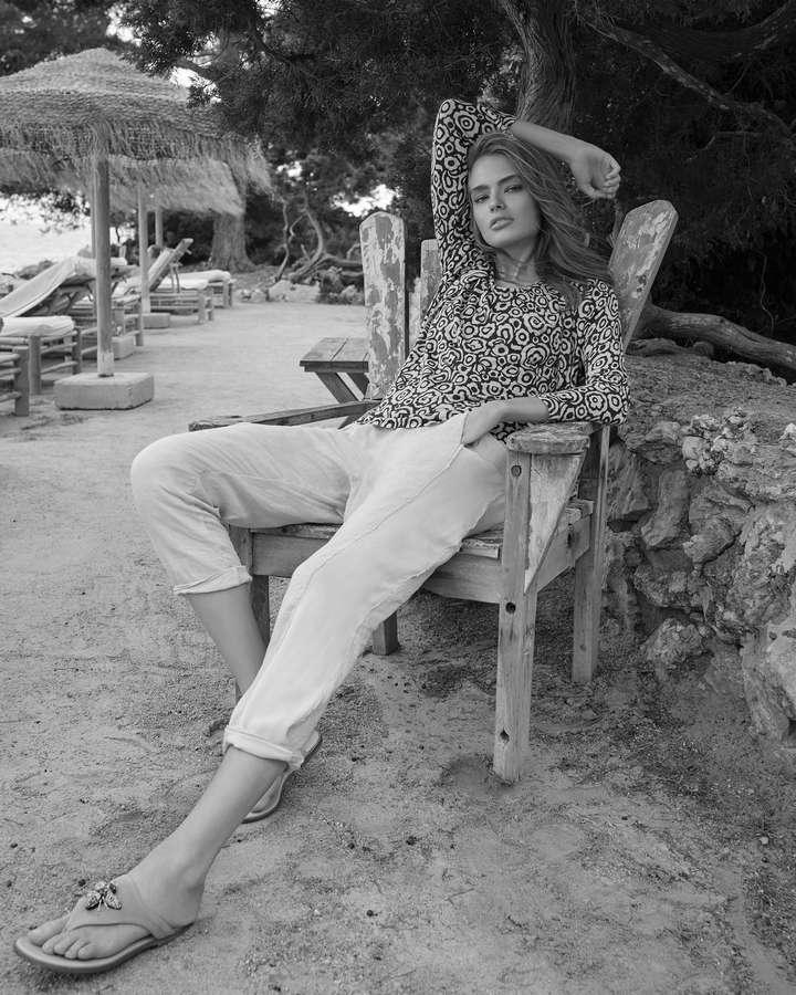 Anna Mila Guyenz Feet