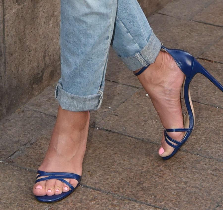Ramona Kiss Feet