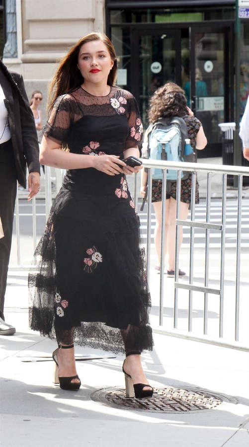 Florence Pugh Barefoot >> Florence Pugh Feet 22 Photos Celebrity Feet Com