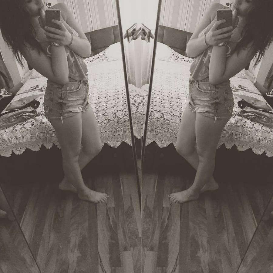 Viviana Grisafi Feet