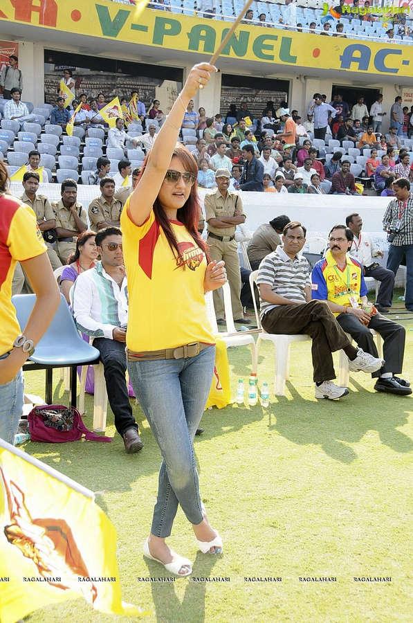 Sonia Agarwal Feet
