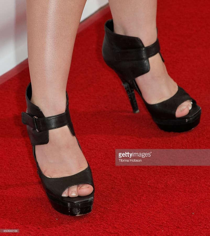 Amanda Leighton Feet