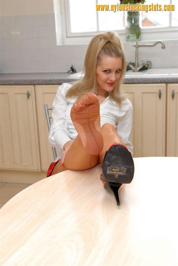 Vicky Holloway Feet