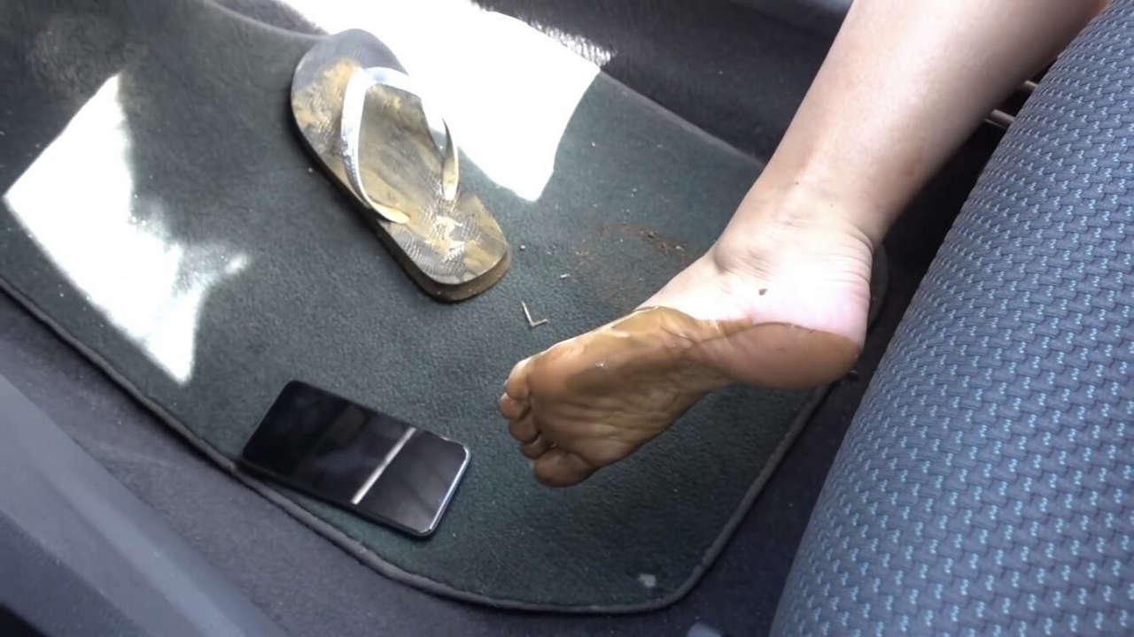 Dee Van Der Zeeuw Feet